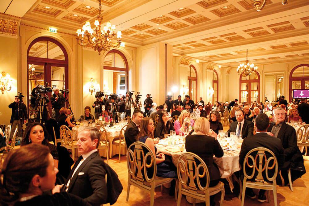 Με μεγάλη επιτυχία πραγματοποιήθηκαν τα γαστρονομικά βραβεία των Χρυσών Σκούφων 2017 στη κατάμεστη αίθουσα Ball Room του ξενοδοχείου «Μεγάλη Βρεταννία».