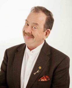 Η ελληνική τηλεόραση δεν θα ήταν η ίδια χωρίς ένα από τα πιο αγαπημένα της πρόσωπα, τον κ. Ηλία Μαμαλάκη