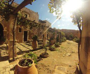 Η Μονή Αρκαδίου είναι κτισμένη σε απόσταση 23 χλμ. από την πόλη του Ρεθύμνου.