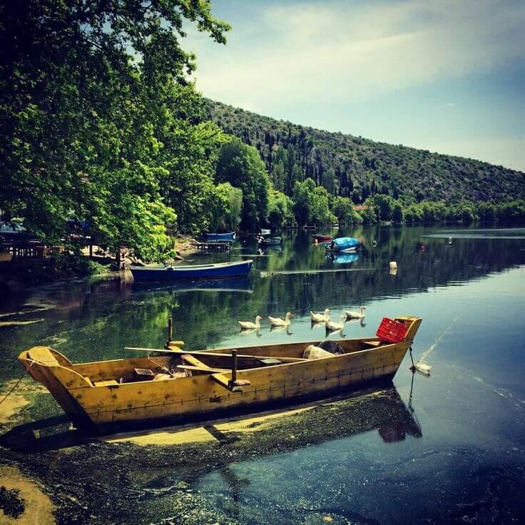 Καστοριά: Στα νερά της ειδυλλιακής λίμνης