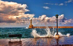 Ο επισκέπτης βιώνει μοναδικές στιγμές ενέργειας και φυσικής ομορφιάς στην πολυπρόσωπη Κρήτη.