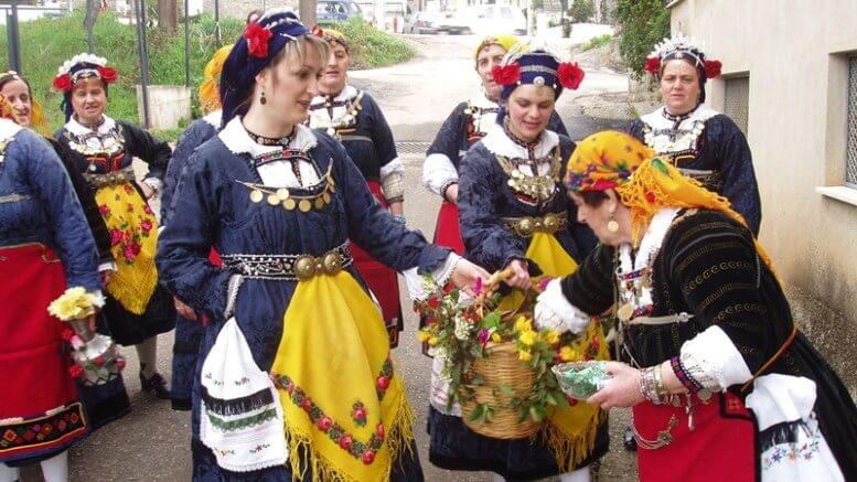 Στην Ελασσόνα το Πάσχα οι γυναίκες την παραμονή της γιορτής του Λαζάρου γίνονται «Λαζαρίνες»!