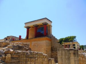 Το ανάκτορο του βασιλιά Μίνωα στην Κνωσό είναι ένα από τα σημαντικότερα αρχαία μνημεία όχι μόνο στην Κρήτη, αλλά και στην Ελλάδα.