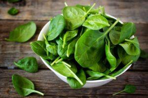 Το σπανάκι δεν απουσιάζει από τη λίστα με τα 12 πιο μολυσμένα φρούτα και λαχανικά