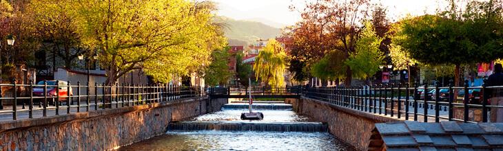 Φλώρινα: Η πόλη των φλουριών με το ποτάμι Σακουλέβας, της μούσας του Θόδωρου Αγγελόπουλου
