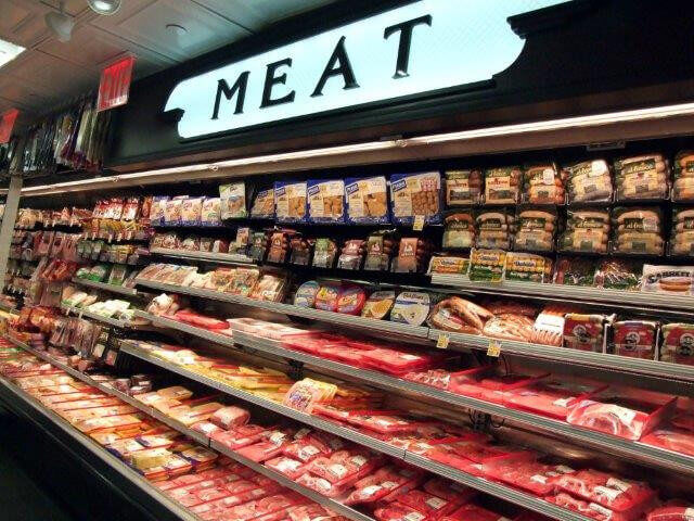 Φθηνότερα το ψωμί και το κρέας στις μεγάλες αλυσίδες σουπερμάρκετ
