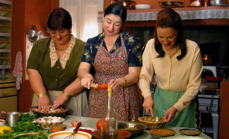 Μία από τις πιο αγαπημένες σύγχρονες ελληνικές ταινίες, η Πολίτικη Κουζίνα (2003)
