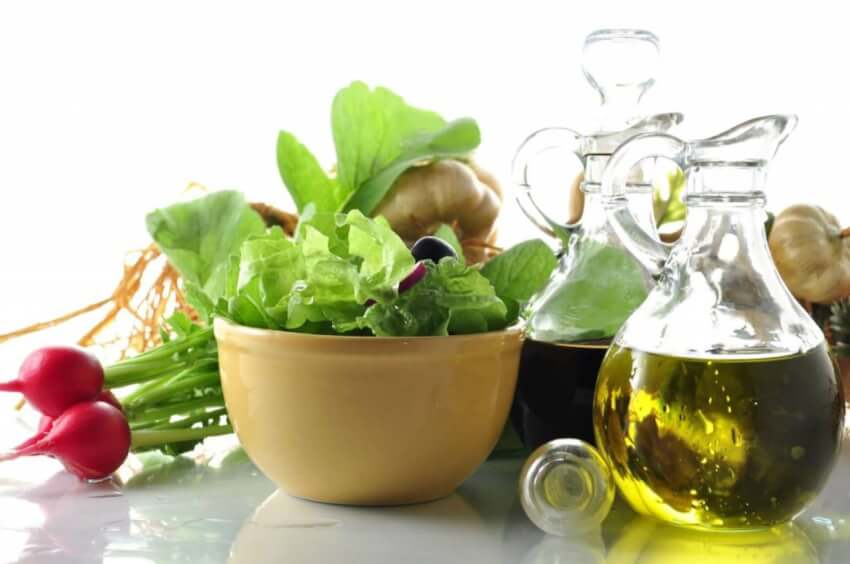 Το αγαπημένο και ελαφρύ γεύμα μπορεί πολύ εύκολα να μετατραπεί σε ανθυγιεινό εάν δεν προσέξουμε τις μικρές λεπτομέρειες που κάνουν μία σαλάτα υγιεινή.