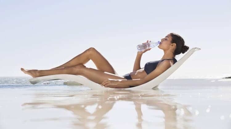 Η κατανάλωση του νερού είναι καλύτερα να γίνεται σταδιακά μες στην ημέρα και όχι απότομα σε μεγάλες ποσότητες.