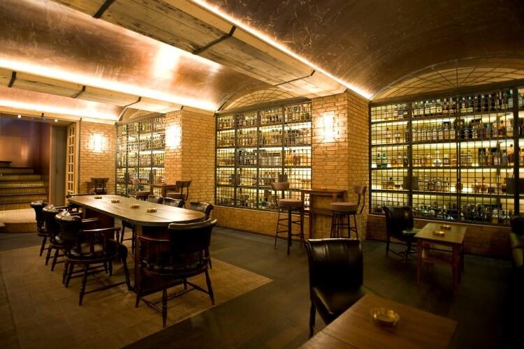 CV Distiller: To all day bar που σε ταξιδεύει στο χρόνο