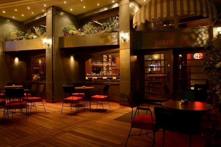 Το CV Distiller είναι το all day bar που σε ταξιδεύει στο χρόνο.