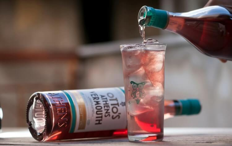 Μία επιστροφή σε γεύσεις και αρώματα μίας άλλης εποχής που συναρπάζουν με το Otto's Athens Vermouth.