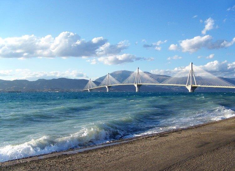 Η επιβλητική γέφυρα Ρίου-Αντιρρίου ή επίσημα Γέφυρα Χαρίλαος Τρικούπης
