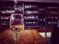 Το Wine Up στην Πετρούπολη είναι ένας χώρος αφιερωμένος στο ποιοτικό ελληνικό κρασί