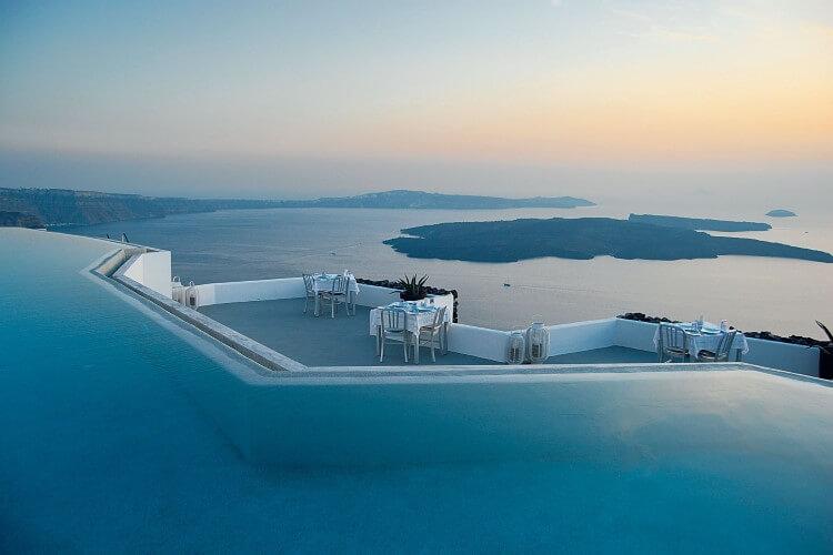 Το αναγνωστικό κοινό του «Condé Nast Traveller» ψήφισε τα Ελληνικά Νησιά ως τα καλύτερα στον κόσμο.
