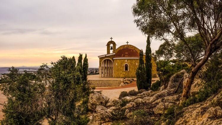 Η Κύπρος, το πολύπαθο νησί με την μακραίωνη ιστορία κρύβει μοναδικούς θησαυρούς για τα μάτια όσων ξέρουν να τους αναγνωρίζουν.