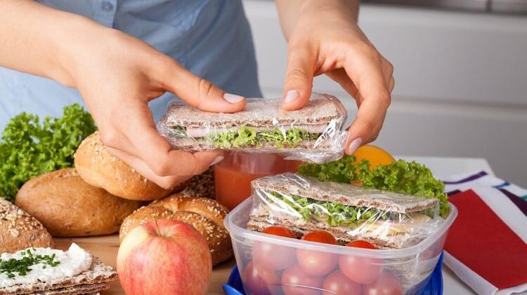 Η υγιεινή διατροφή στο γραφείο απαιτεί καθημερινή οργάνωση.