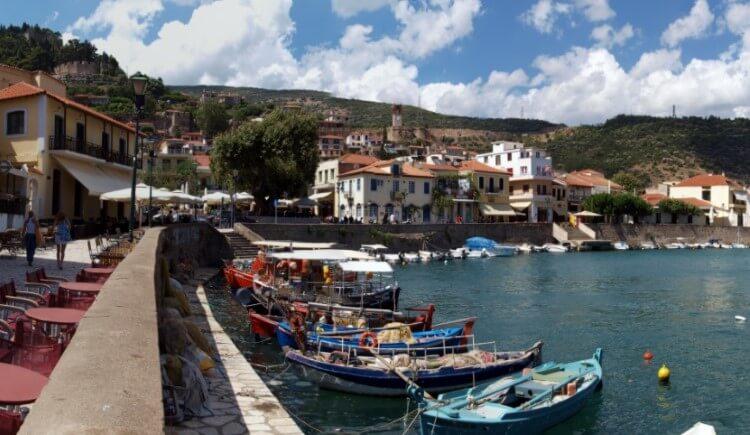 Η Ναύπακτος υπήρξε πάντοτε ένα σημαντικό λιμάνι το οποίο ένωνε τη Στερεά Ελλάδα με την Πελοπόννησο ή την Ελλάδα με την Ιταλία.