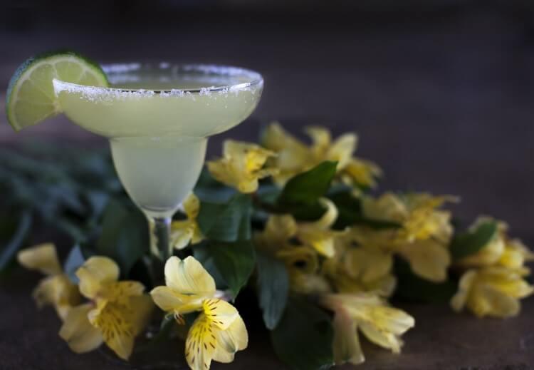 Η tequila είναι το αποτέλεσμα της διπλής απόσταξης του χυμού των ψημένων σε κλίβανο φυτών μπλε αγαύης
