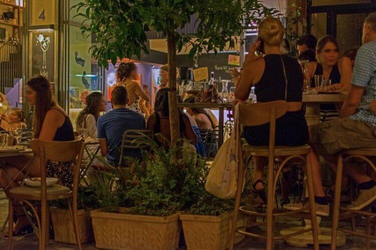 «Η Kiki de Grèce είναι μία Ελληνίδα κοκέτα, που απολαμβάνει το κρασί και το τσιμπολόγημα»