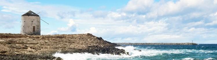 Το όνομα Κάσος έχει φοινικική ρίζα στη λέξη «Κας» που σημαίνει «αφρός της θάλασσας»