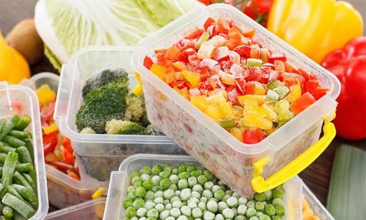 Μπορείτε να καταψύξετε μαγειρεμένες τροφές ώστε να αποφύγετε τη σπατάλη των τροφίμων και να έχετε ανά πάσα στιγμή έτοιμα γεύματα.