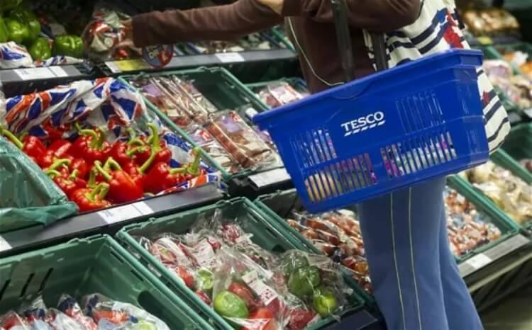 Tesco και Metro εμπιστεύονται τους Έλληνες παραγωγούς