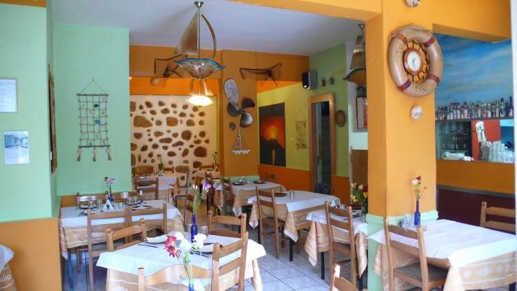 Το Ουζερί του Λάκη είναι ένας γαστρονομικός προορισμός για μυημένους ψαροφαγάδες στο κέντρο της Αθήνας.