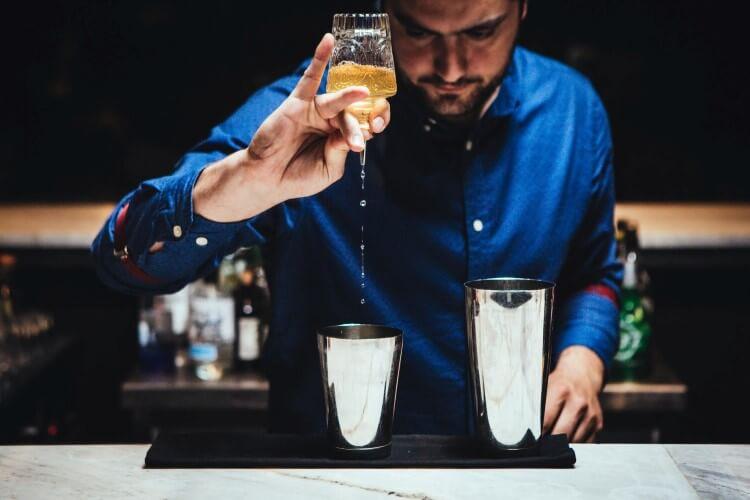 ήρθε η στιγμή νααπολαύσετε και εσείς τις πιο... cool tailor made υπηρεσίες bartending;