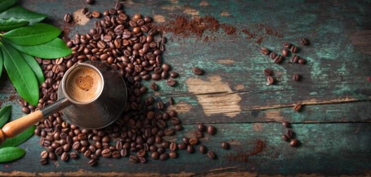 Το άρωμα, το καϊμάκι και το σωστό σερβίρισμα ενός ελληνικού καφέ είναι όλα εκείνα που απογειώνουν την απόλαυση.