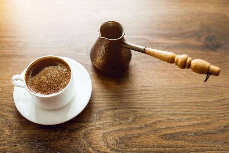 Ζουμ στον ελληνικό καφέ: η παραδοσιακή απόλαυση
