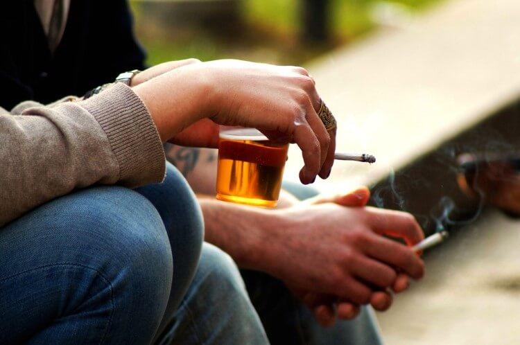 Ποτό και τσιγάρο προκαλούν πρόωρη γήρανση