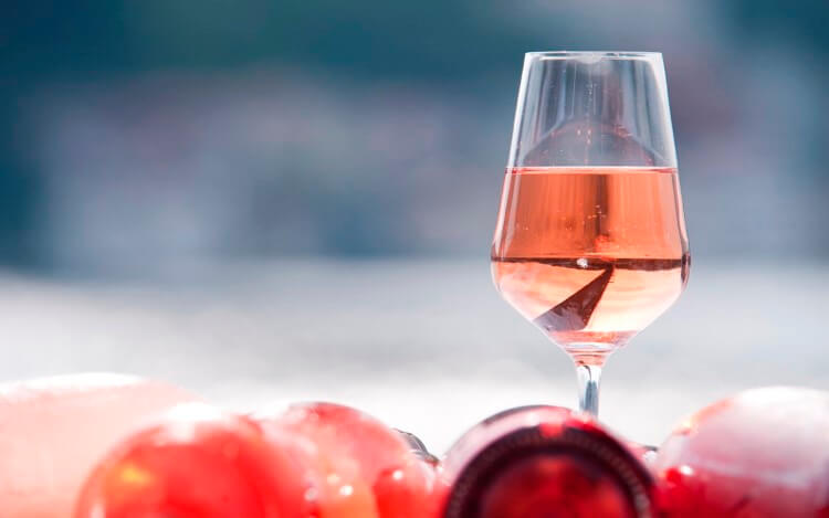 «Think Pink»: Όλες οι τάσεις στα ροζέ κρασιά στο Wine Club THESSALONIKI'96