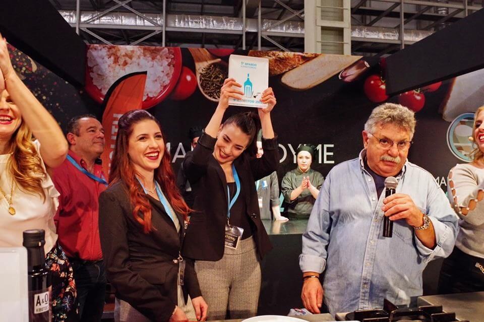 Στιγμιότυπο από τα Βραβεία ΕΞΠΟΤΡΟΦ 2018, όπου η Γραβιέρα Τσίλιγκο με σπόρους κάνναβης απέσπασε το Βραβείο Καινοτομίας.