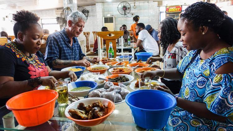 Ο Anthony Bourdain στο Λάγος της Νιγηρίας.