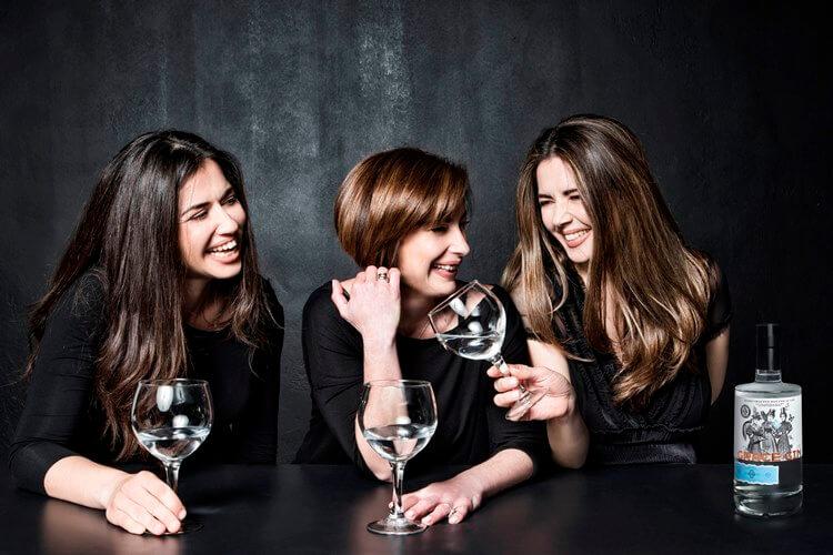 Η Λίλα Δημοπούλου, η Κατερίνα και η Χαρά Κατσού ή αλλιώς οι «Τρεις Χάριτες» του Grace Gin