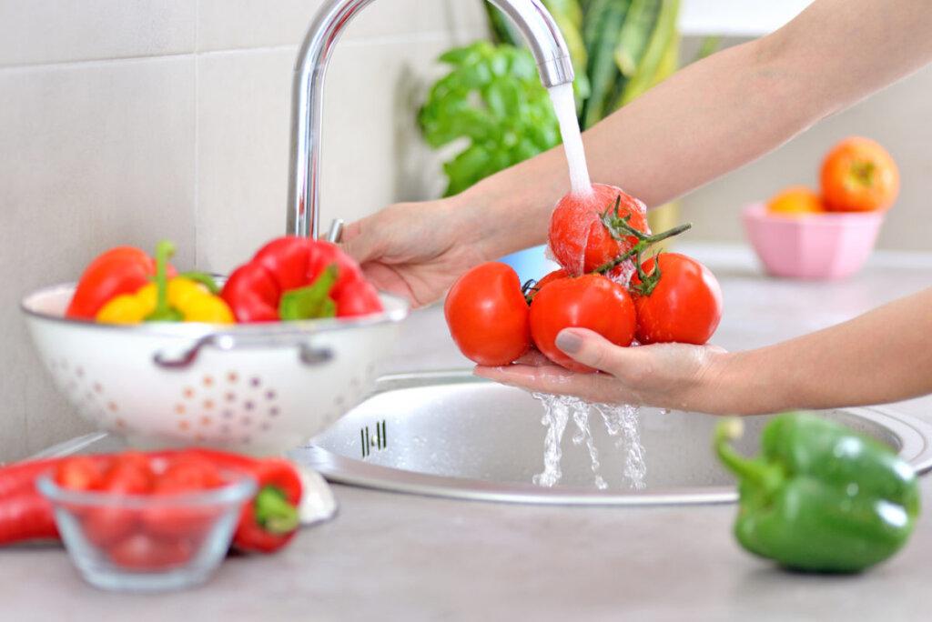 Φρούτα και λαχανικά: η σημασία του πλυσίματος