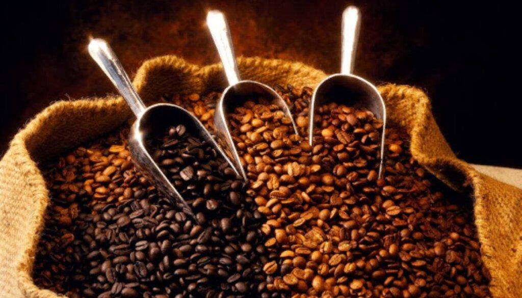 Σε υψηλά τετραετίας οι παγκόσμιες τιμές του καφέ