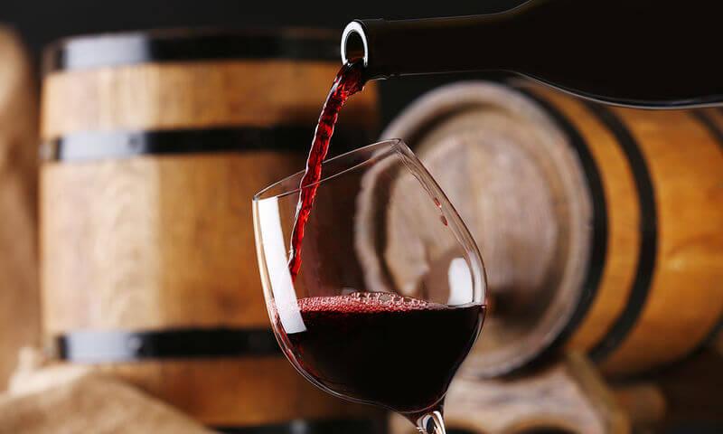 Wine Intelligence: Αλλάζει η κατανάλωση κρασιού στους νέους